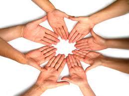 La comunicación interna ayuda a producir bienes y servicios de forma eficiente.